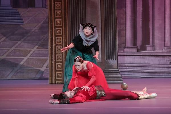 La muerte de Teobaldo es una de las escenas mejor logradas en el montaje. Fotografía: John Durán