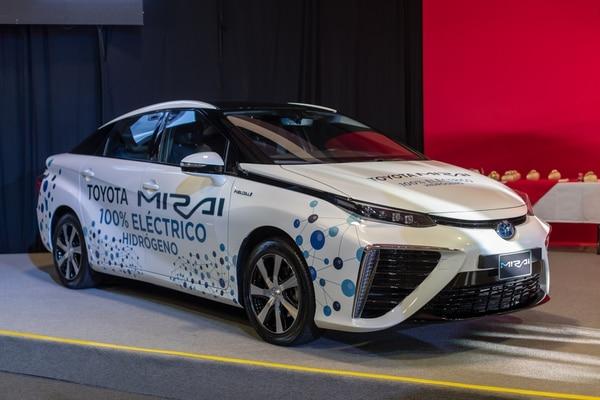 14/03/2019. El Toyota Mirai es el primer vehículo de hidrógeno de producción masiva en el mundo. Esté en exhibición en la Expomóvil 2019, aunque todavía no se comercializa. La autonomía de este automóvil es de 500 km. Fotografía José Cordero.
