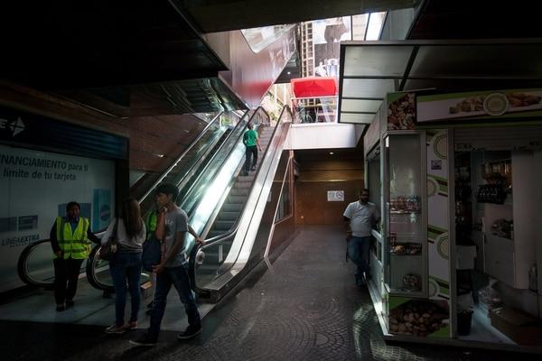 Las escaleras eléctricas de este centro comercial en Caracas no funcionaban el miércoles por la ausencia de electricidad, que está racionada.