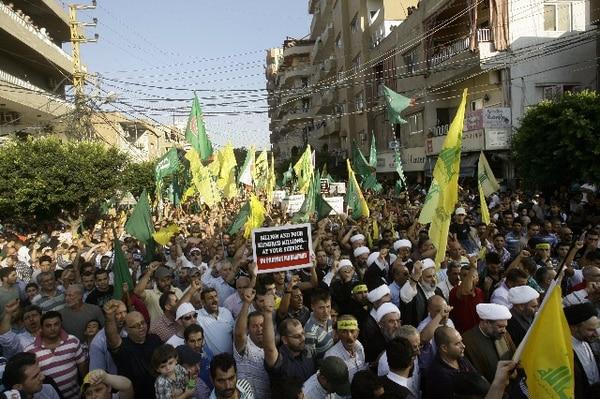 Miles de seguidores de Hezbolá en la ciudad de Tiro protestaron ayer contra la película antiislámica. | AFP