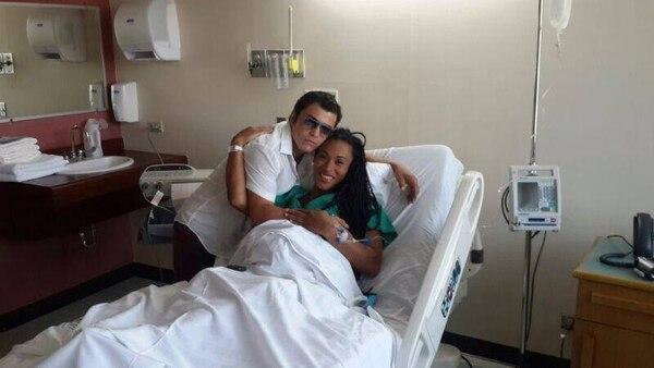 """En la imagen a parece los boxeadores Hanna Gabriels y Bryan """"Tiquito"""" Vásquez minutos antes de entrar al quirófano."""