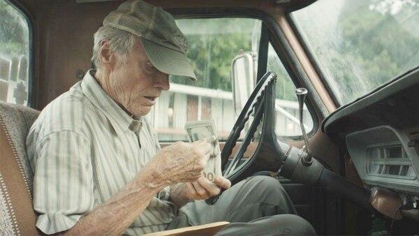 Eastwood interpreta a Earl Stone, veterano de guerra inspirado en hechos reales. Foto: Claire Folger/Warner Bros