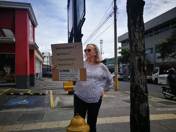 """Jimena Ugarte, vecina de La Pitahaya. """"Creo que hay que sumar y no restar. Estas manifestaciones son absurdas. El país en la situación que está, no puede perder el tiempo de esta manera, tenemos que trabajar para salir adelante""""."""
