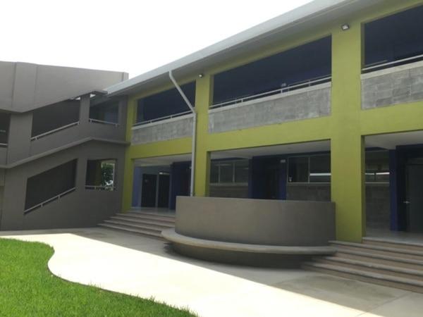 21/11/2017. Liceo de Mata de Plátano, presenta daños en infraestructura. Es uno de los dos colegios que se han entregado con el fideicomiso educativo del MEP. Foto cortesía