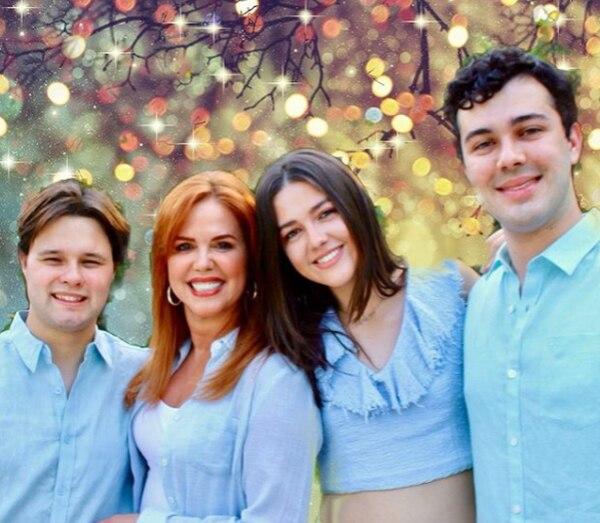 María Celeste y sus hijos Julián, Lara y Adrián. Foto: Instagram