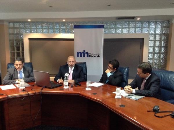 Édgar Ayales, ministro de Hacienda, estuvo acompañado por los viceministros José Luis Araya, Álvaro Ramos y Jordi Pratt.