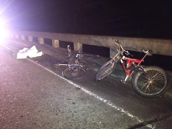 Accidente ocurrió este lunes cerca de las 10 p. m. en las cercanías del puente sobre el río Cimarrones, en Siquirres.