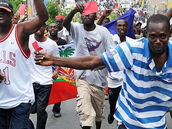 Haitianos sacaron ayer tarjeta roja al gobierno de Martelly. | AFP.