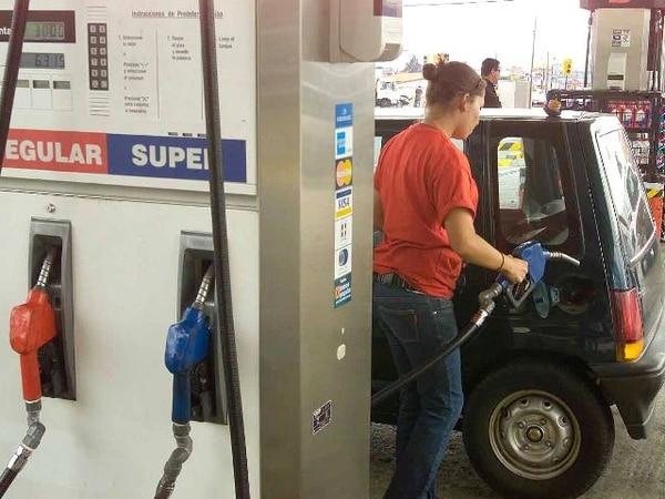 El aumento en los combustibles, según Aresep, se debe la especulación en el mercado internacional. | ARCHIVO