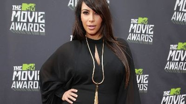Kim Kardashian alcanzó la fama al protagonizar con su familia el reality show Keeping Up with the Kardashian. Fogo; AP/Archivo.