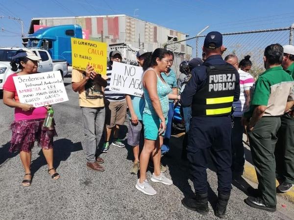 Manifestación semanas atrás por el agua en La Carpio. Foto cortesía para La Nación
