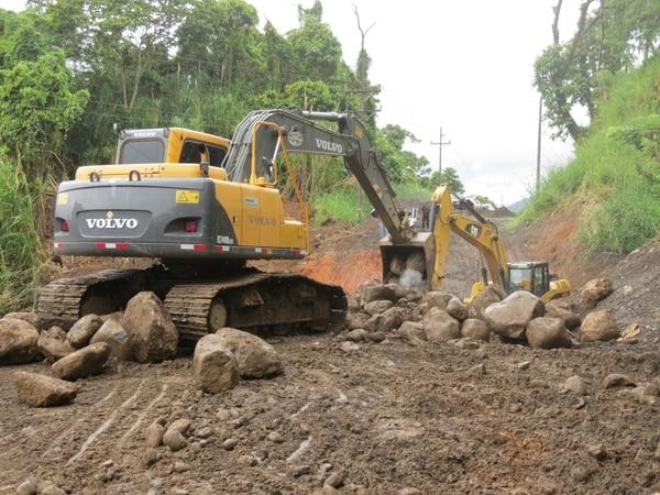 Trabajos sobre la carretera entre Tilarán y La Fortuna continuaron este jueves.