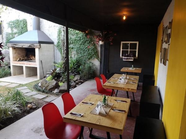 Estas son las mesas del fondo del restaurante. Foto: Osvaldo Calderón