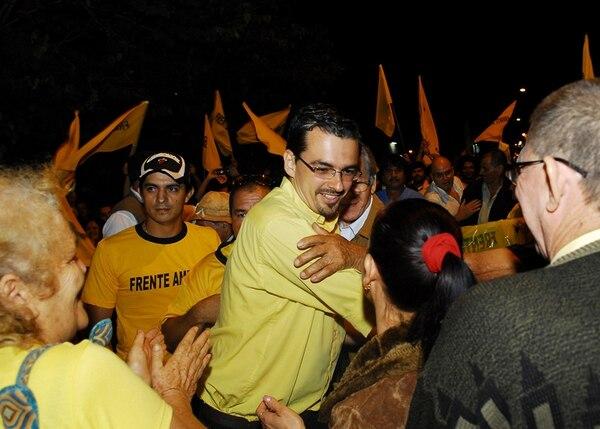 José María Villalta llegó a la plaza pública en Palmares minutos antes de las 7 p. m. | MARIO ROJAS