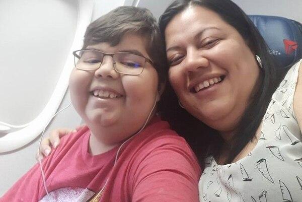 Daniel León y su mamá Zaida Calvo durante el viaje a Cincinnati.