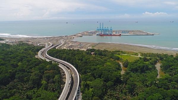 La carretera, , denominada ruta 257, que da acceso a la Terminal de Contenedores de Moín costó alrededor de $77 millones. Foto: Cortesía de Consorcio del Atlántico.