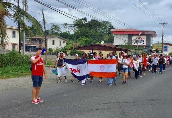 Limón. Barrio San Juan ruta 32. Con rumbo hacia Recope los manifestantes. Fotografía: Raúl Cascante