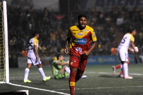 Jose Guillermo Ortiz marcó dos goles en la victoria 4-1 del Herediano ante Liberia