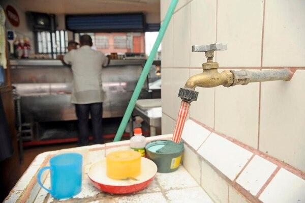 Los comercios de Coronado resultaron afectados tras la suspensión del servicio de agua potable debido al alto consumo de los usuarios de Guadalupe.