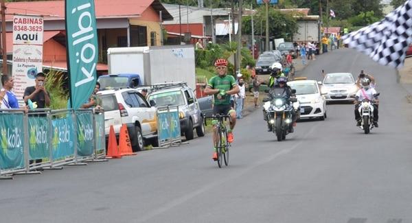 Juan Carlos Rojas ganó la primera etapa de la Vuelta a San Carlos.