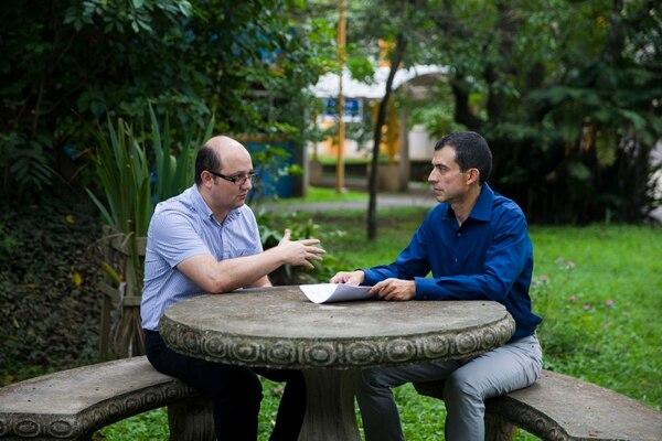 El neurólogo Sixto Bogantes (izquierda) y el genetista Alejandro Leal lideraron esta investigación, publicada en la revista científica