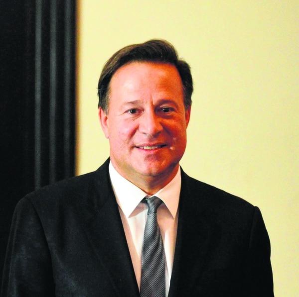 El presidente de Panamá, Juan Carlos Varela, comunicó que Panamá y la República Popular de China establecen relaciones diplomáticas.