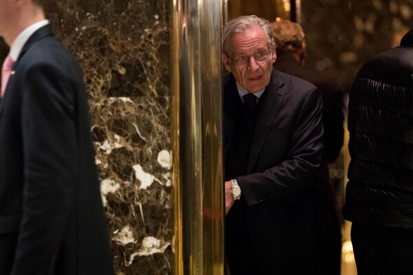 El periodista Bob Woodward llegó a la Torre Trump, el 3 de enero del 2017, para reunirse con el entonces candidato presidencial republicano, Donald Trump, en Nueva York.