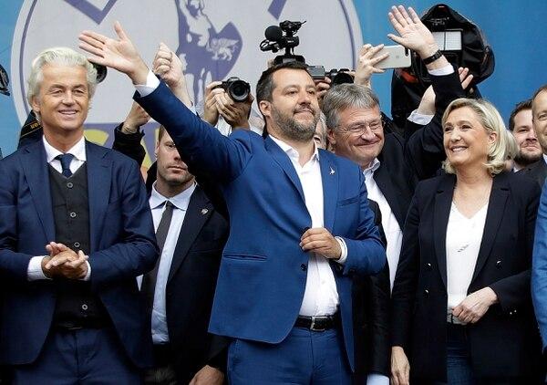 Los dirigentes ultraderechistas Geert Wilders, del Partido por la Libertad (Holanda); Matteo Salvini, de la Liga (Italia); Jorg Meuthen, de Alternativa para Alemania, y Marine Le Pen, de Agrupación Nacional (Francia), asistieron a un mitin electoral el sábado 18 de mayo del 2019 en Milán.