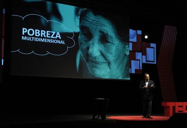 El paraguayo Martin Burt invitó a los asistentes a repensar cómo se mide la pobreza por medio de su herramienta llamada