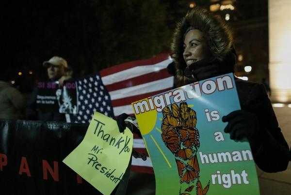 Inmigrantes latinoamericanos festejaron el viernes en Nueva York la orden ejecutiva del presidente Obama sobre indocumentados. | EFE