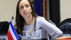 Presidenta del Congreso niega que tenga frenado plan fiscal por diálogo entre Gobierno y sindicatos
