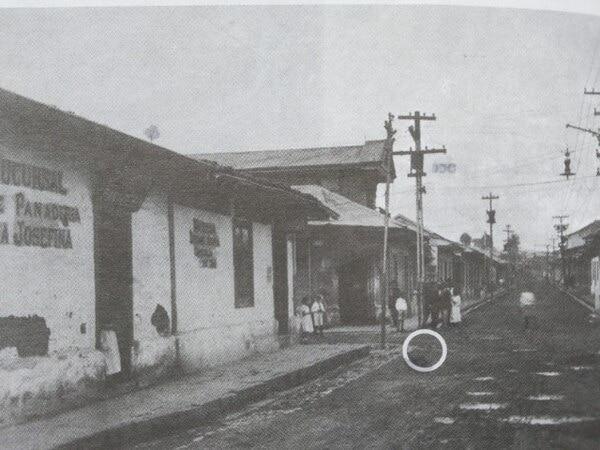 Sitio en que fue asesinado en general José Joaquín Tinoco en 1919, entre avenida 7 y calle 3. Imagen publicada en el libro Las Presidencias del Castillo Azul (2010), de Jesús Fernández.