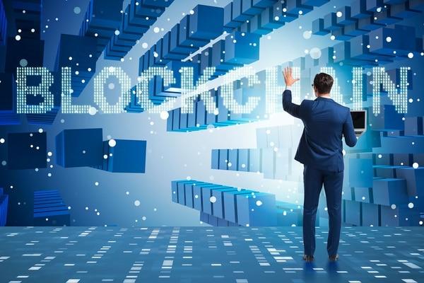 Aparte de las criptomonedas, las empresas pueden implementar diferentes aplicaciones basándose en la tecnología de blockchain.