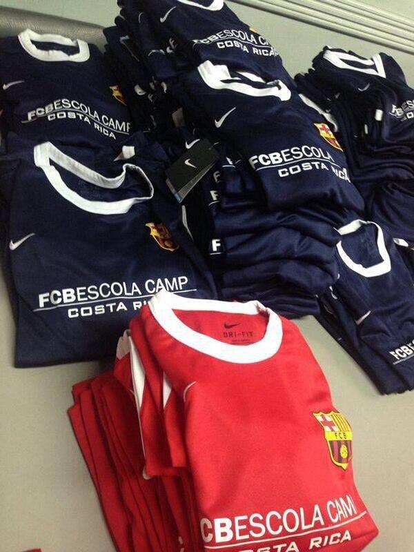 Los niños usan implementos del FC Barcelona. | FACEBOOK.COM/FCBESCOLACR