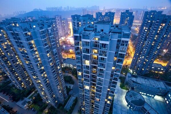 Muchos economistas piensan que el modelo económico de China no es viable. Proyecto de vivienda social, en Chongqing.   JUSTIN JIN/THE NEW YORK TIMES
