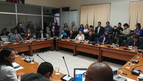 Este miércoles el Parlamento instaló las tres comisiones con potestades plenas. Los directorios de los tres foros serán encabezados por diputados de oposición. Foto: Sofía Chinchilla.