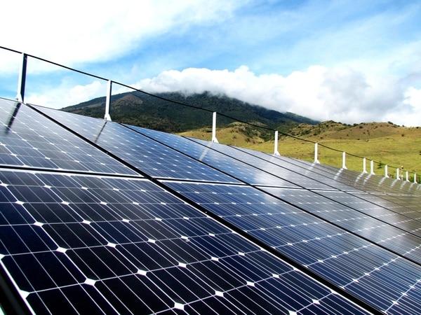 La instalación de paneles solares en hogares y empresas es una opción para bajar costos energéticos. | IMAGEN CON FINES ILUSTRATIVOS/ CORTESÍA DE ACESOLAR