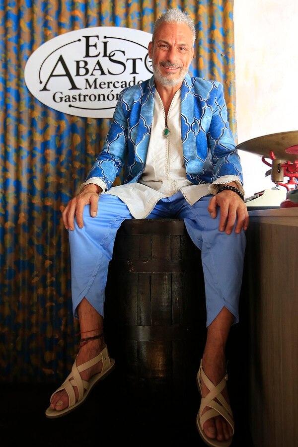 Jorge Saggal es un empresario gastronómico que además tiene un singular gusto por la moda. Fotografía: Rafael Pacheco.