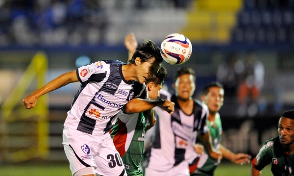 Cartaginés y Carmelita se enfrentan en el Fello Meza por la fecha dos del torneo de Verano 2014.