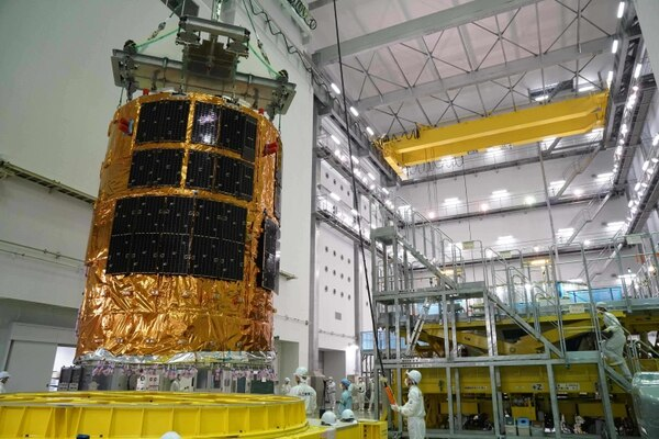 El recolector de basura espacial japonés fue ensamblado en el Tanegashima Space Center.