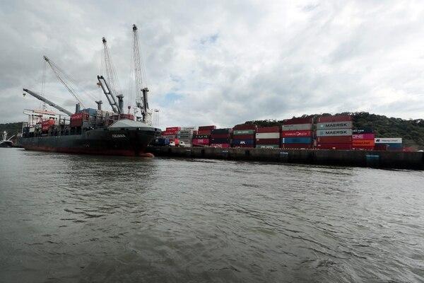 La urgencia de ampliar el puerto de Caldera y de poner un servicio de ferri desde esa terminal hasta El Salvador están en la agenda de negociación entre los exportadores y el Gobierno. Foto: Alonso Tenorio