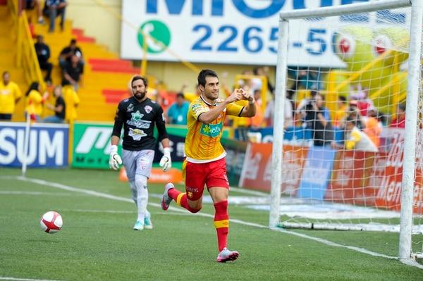 Hansen anotó los dos goles florenses, ayer en el Rosabal Cordero