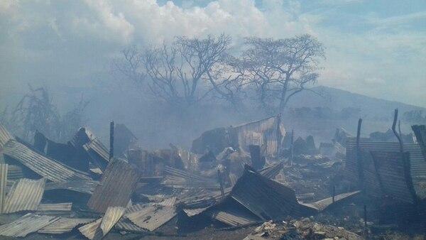 Muchos moradores de los ranchos fueron sorprendidos por el fuego y no tuvieron tiempo de salvar nada.