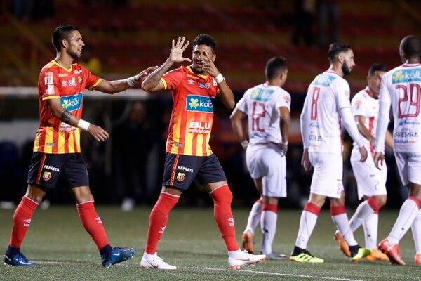 José Guillermo Ortiz anotó ante el Universitario de Panamá. La fotografía corresponde a un juego ante Santos de Guápiles, en este Apertura. Fotografía José Cordero