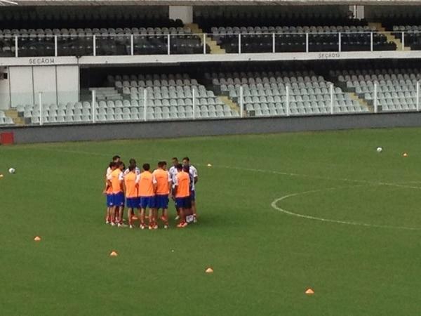 La Selección Nacional se entrena este lunes en la gramilla del estadio de Santos.