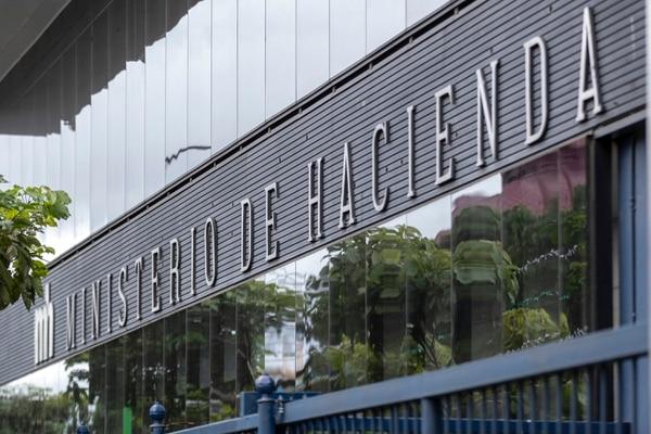 El Presupuesto Nacional presentado en el Congreso por Hacienda incluye ¢4,25 billones en destinos específicos. Foto: José Cordero.