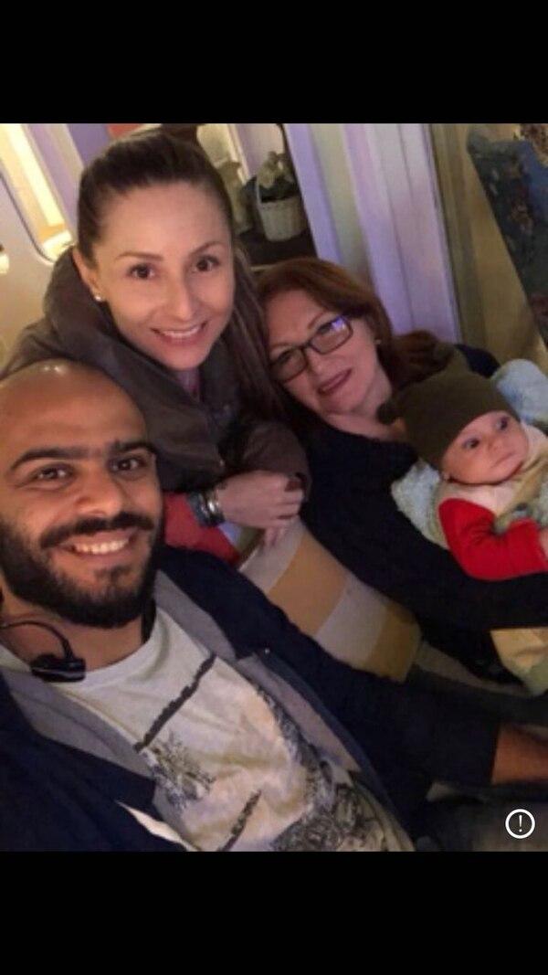 Olga Rojas, mamá de Angie, la acompañó durante seis meses en El Cairo, luego del nacimiento de Adam. En la imagen también aparece Ahmed El-Labban, esposo de la tica.
