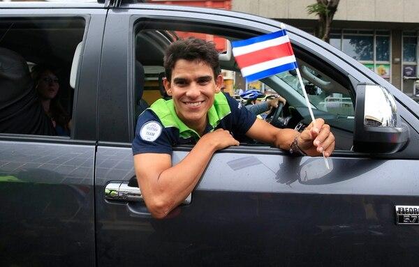 Una sonrisa acompañó a Andrey Amador en todo su recorrido desde el aeropuerto Juan Santamaría y hasta la Plaza de la Cultura, en San José.
