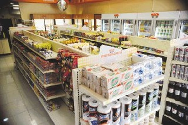 Musmanni vende desde enlatados hasta servilletas. | ALBERT MARÍN