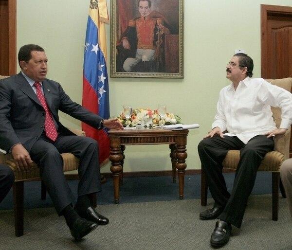 Hugo Chavéz reconoció el buen trabajo de Manuel Zelaya en la presidencia | AP